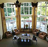 Chestnut Oaks lobby